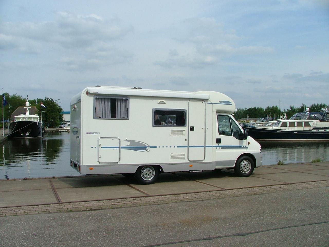 camper verhuur en verkoop van camper occasions kruisinga html autos weblog. Black Bedroom Furniture Sets. Home Design Ideas